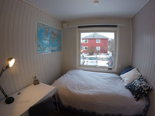 Private room in appartement shared with two others