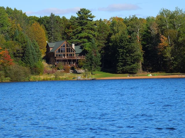 Luxury Log Cabin On Class A Lake Near Hayward WI - Hayward - Houten huisje