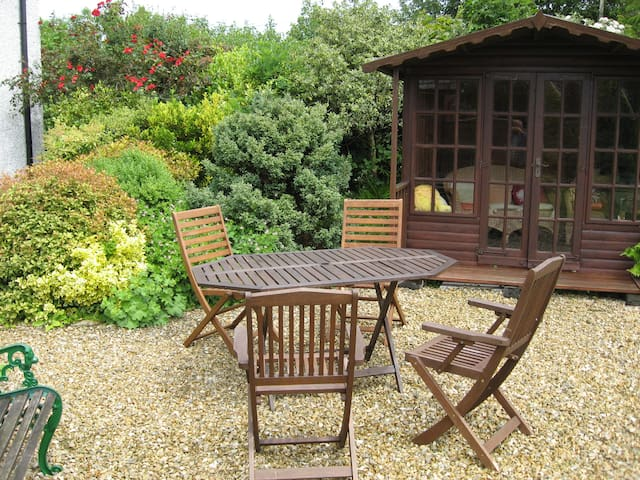 Peaceful retreat near Holsworthy , self contained.