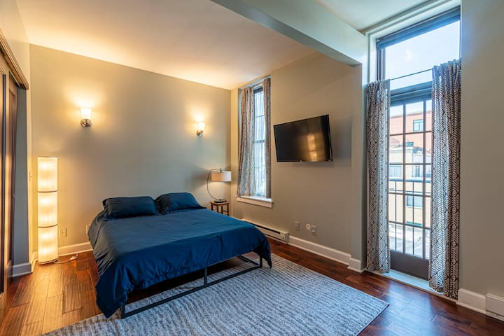 Historic Top Floor Condo ❤ of Short North 30+ days