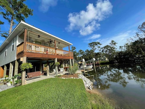 Cozy River Cottage