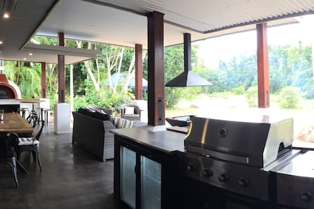Great spot on the lake for families - Yungaburra