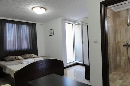 Adrovic rooms & apartments - room for four #006 - Budva - Huoneisto