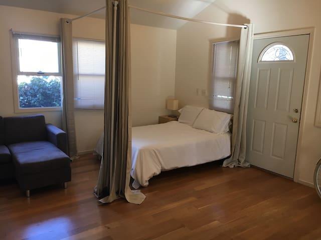 Clean, quiet, spacious room in downtown Berkeley - Berkeley - Hus