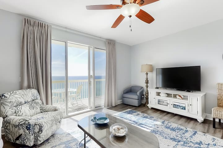 Snazzy oceanfront condo w/ shared pool, hot tub - walk to the beach!