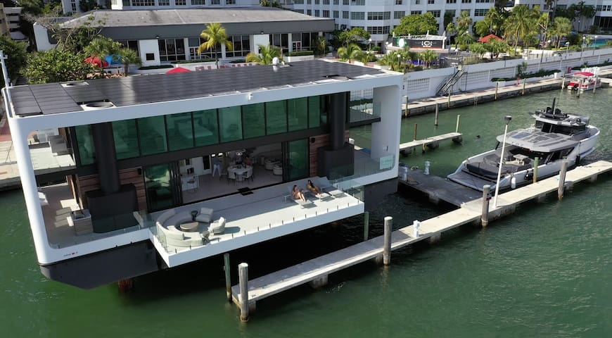 Sextant's ArkUp Floating Mansion - Docked in the heart of Brickell