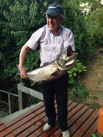 Muy Buena Pesca; Coho de 8,5 Kg