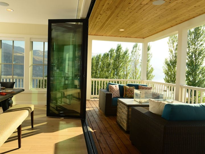 Arroyo at Lake Chelan Lookout Vacation Rentals features a Carriage House
