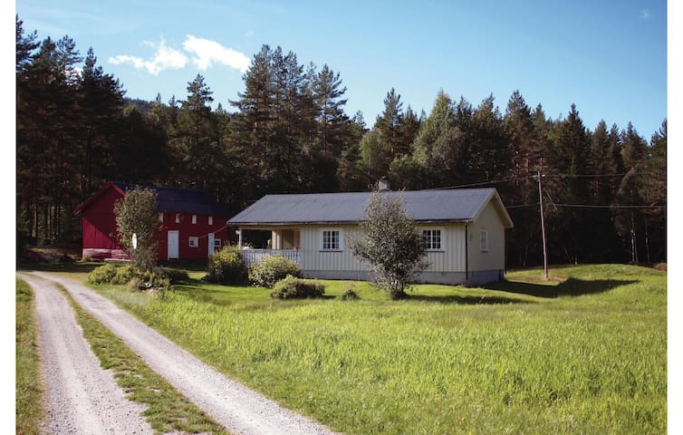 Holiday cottage with 3 bedrooms on 85 m² in Åmli