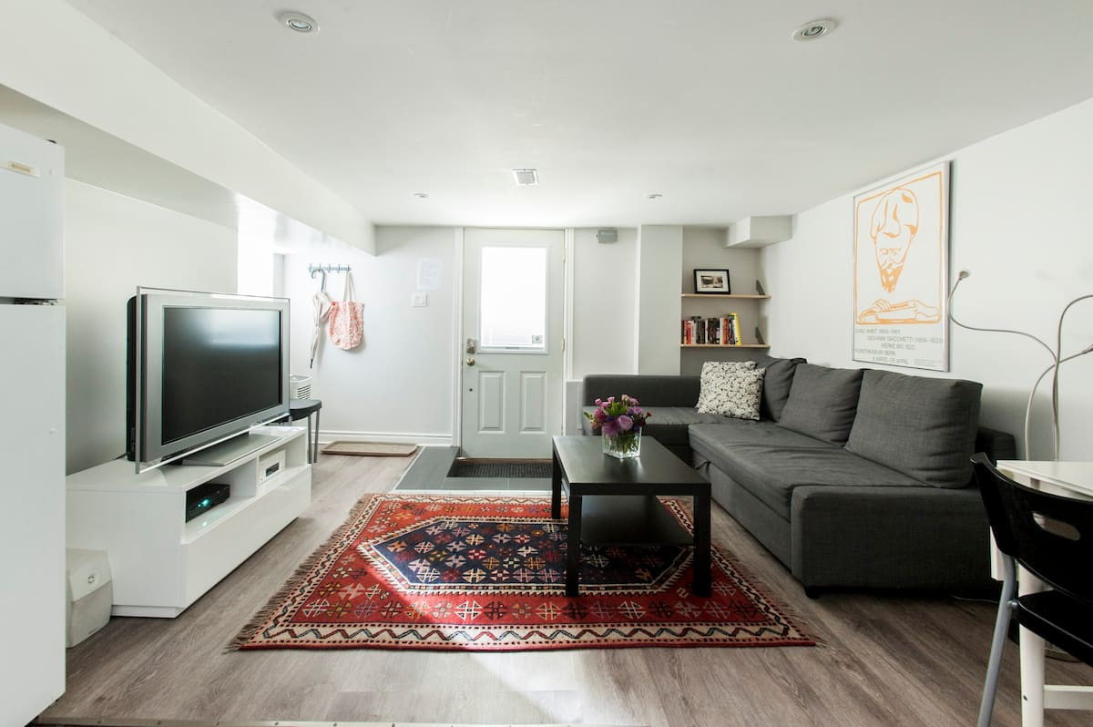 Relax in a Serene and Modern Basement Apartment