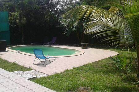 Villa T3 Bis avec piscine et jardin - Cayenne - วิลล่า