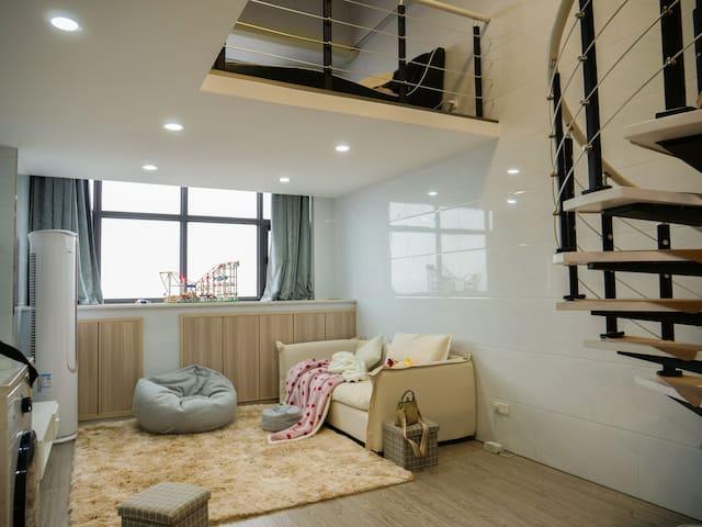 人民广场陶瓷城单身公寓16楼景超美,正市中心方便无敌