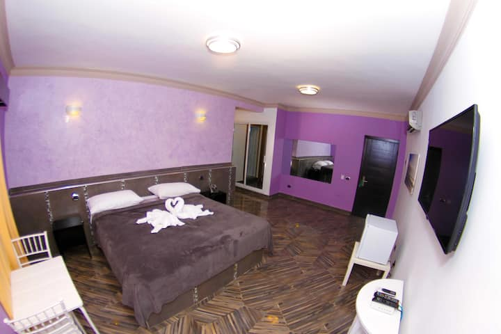 FrioHot - Two Rooms asunderJacuzzi-Breakfast Incl