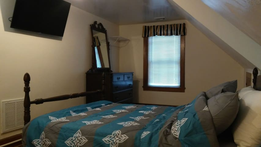 2nd Bedroom with full bed