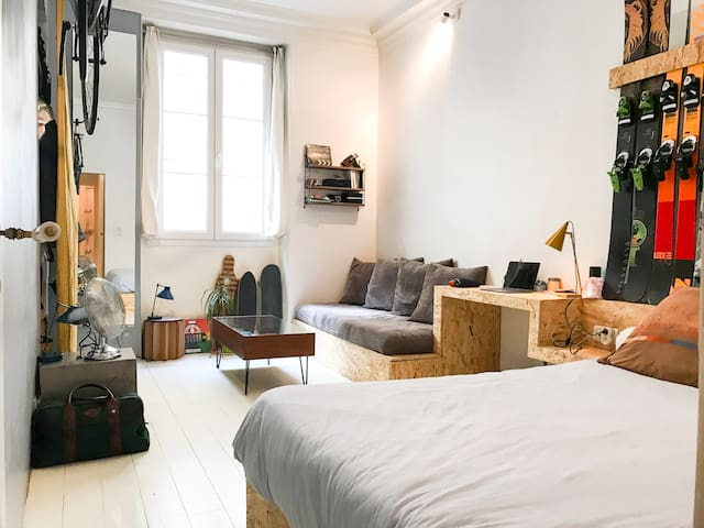 Trendy Parisian Studio in the center of Paris