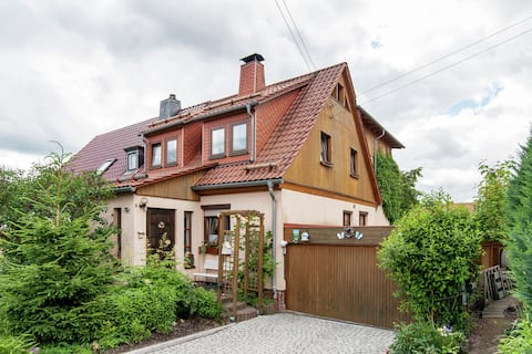 Quaint Apartment in Zella-Mehlis with Garden