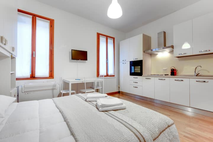 LA BIENNALE SUITE HOUSE - Unit 2