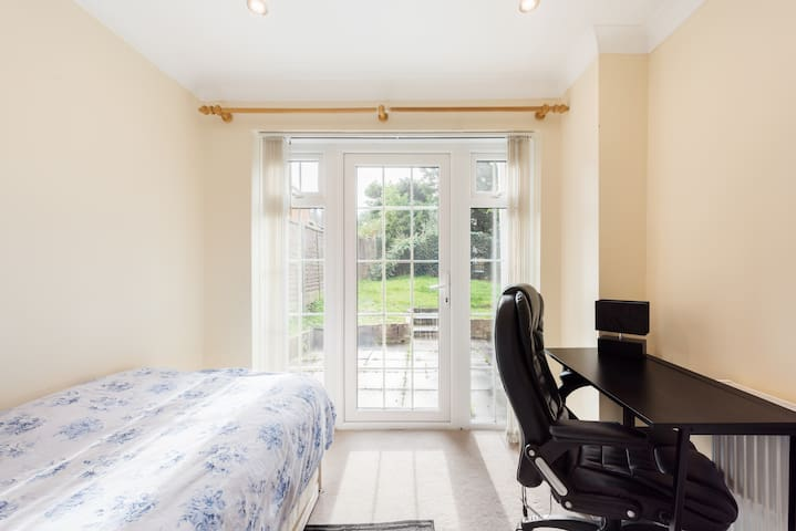 Private room with private shower/wc in London