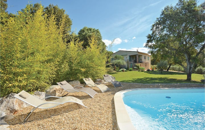 Beautiful home in Mejannes-les-Alés with WiFi, Outdoor swimming pool and 3 Bedrooms