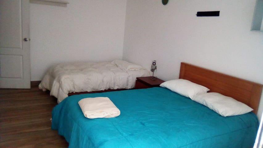 Segundo Dormitorio con 1 cama matrimonial y una cama individual