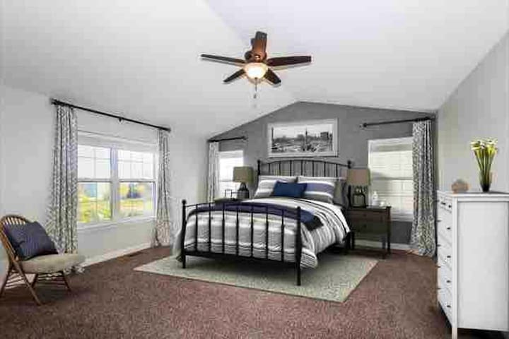 The Chicago Sports AirBNB -(Sleeps 12+)