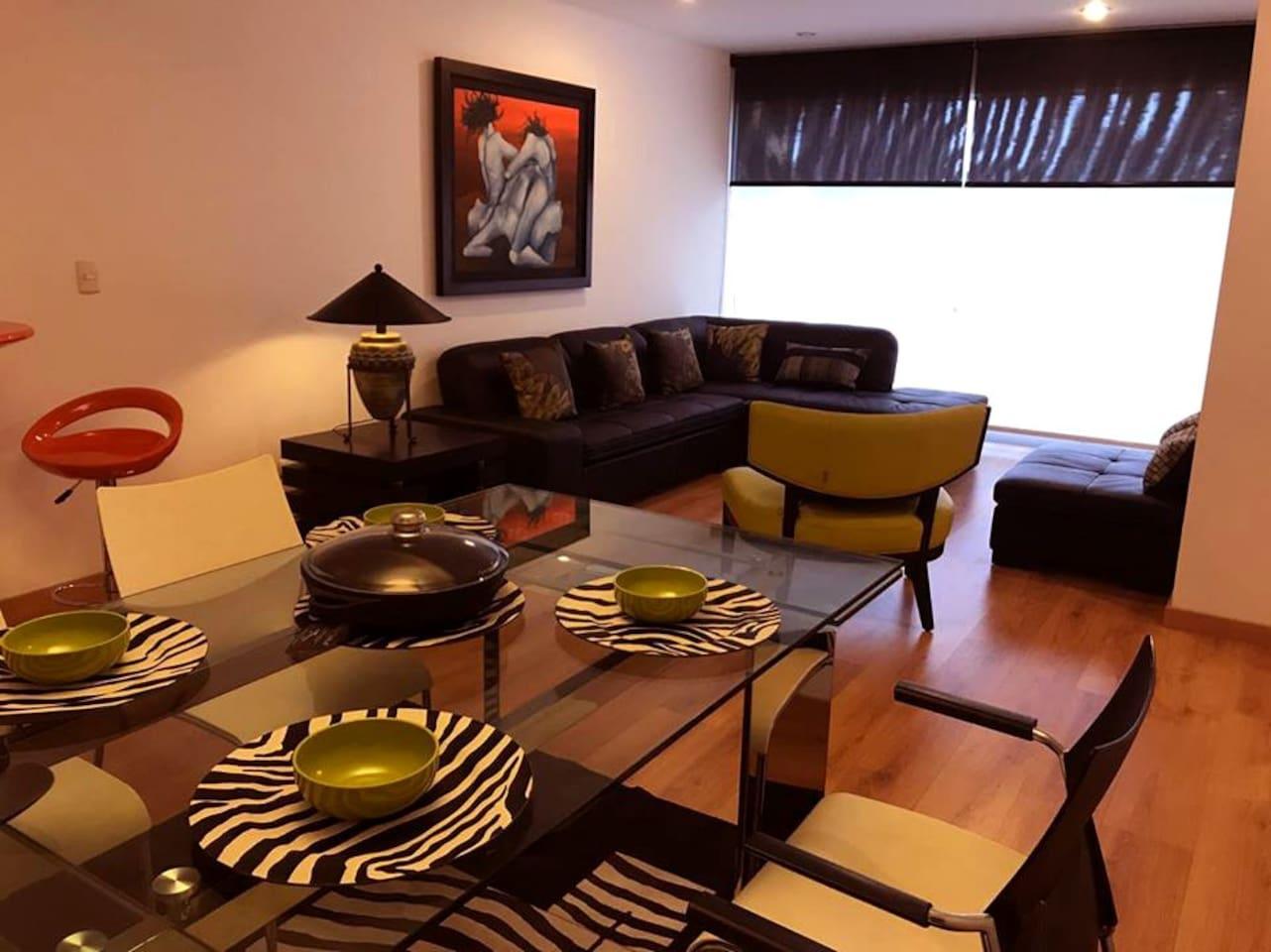 Sala y comedor, moderna y cómoda decoración.