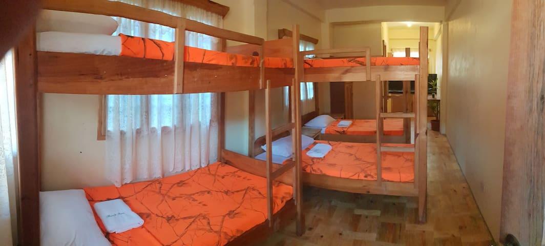 THE BARN : Bunk Room1