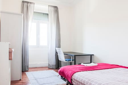 Lovely room in the touristic area 3 - Lisbon - Apartment
