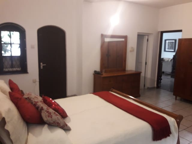 Ruwi's Spacious Double BR In Colombo 5