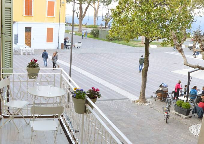 At 50 m. from lake, historic center with terrace