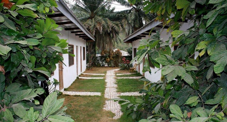 AylosBay Garden restaurant & lodge - Akosombo