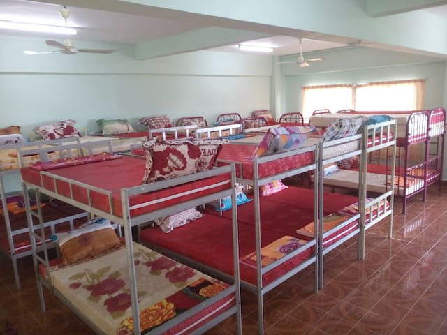 4 common rooms with max. capacity of 40 persons.
