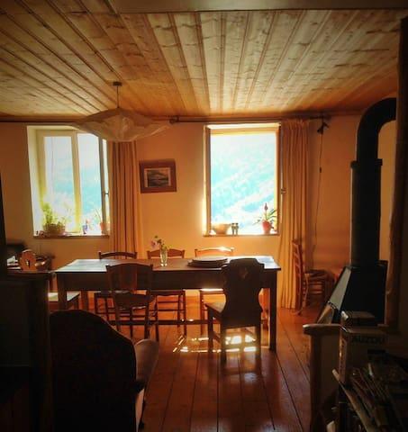 Chambre dans chalet typique et très bien situé
