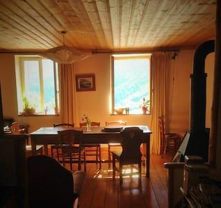 Chambre ds chalet typique ( 2 chambres pr famille)