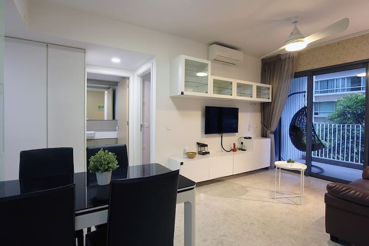 2BR Lakefront apartment 3mins away from MRT