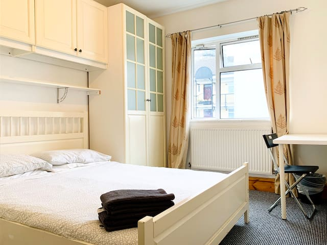 Double Room 25 - near Tower of London & Shoreditch