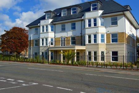 Bournemouth Modern Apartment 20