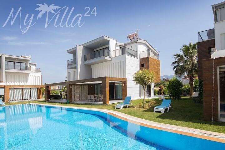 Villa Nağme 4+1 Havuzbaşı Lüks Villa Denize 700 M.