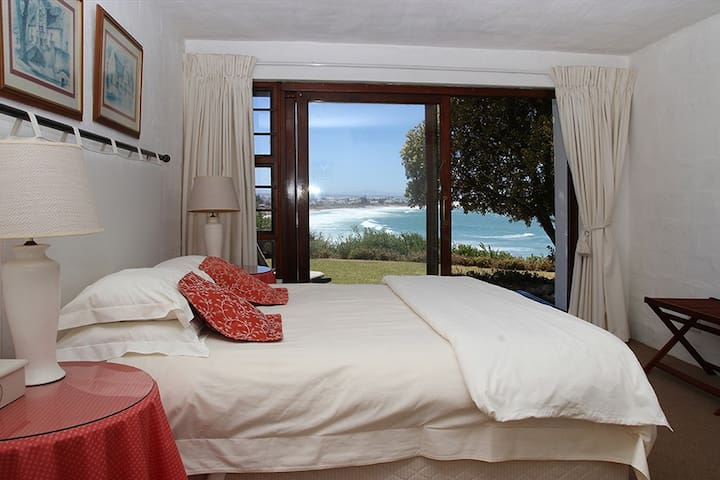 On the Beach - HeathHouse - Red bedroom - Saint Francis Bay - Talo