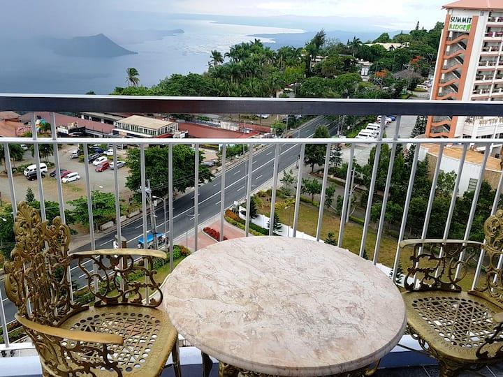 T1 Wind Residence-Taal view veranda+Netflix