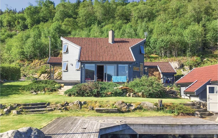 Holiday cottage with 4 bedrooms on 100m² in Farsund