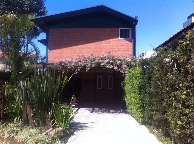 Casa da Clis - Quartos para alugar em Curitiba