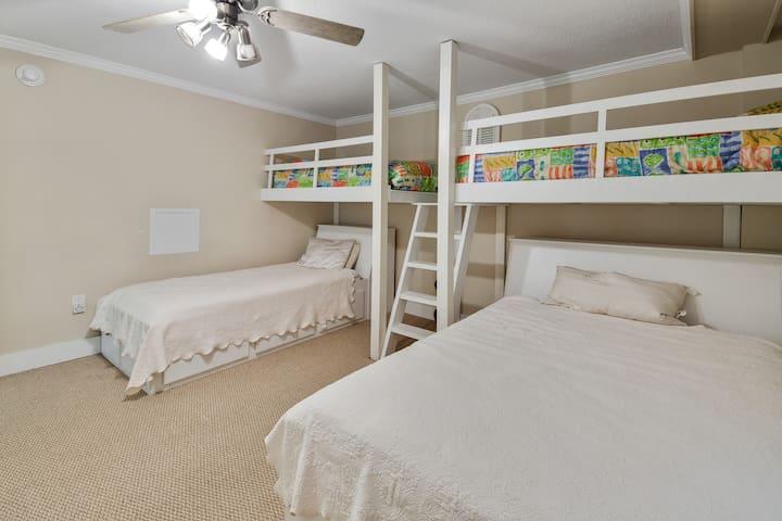 Loft BR with 4 beds, 1 Queen