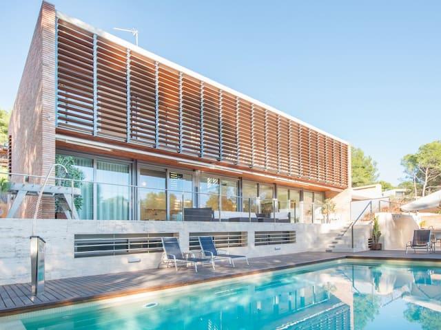 Deluxe villa for 10 people in Tamarit