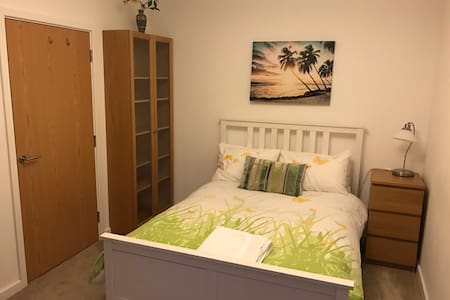 Lovely double room in a family home.