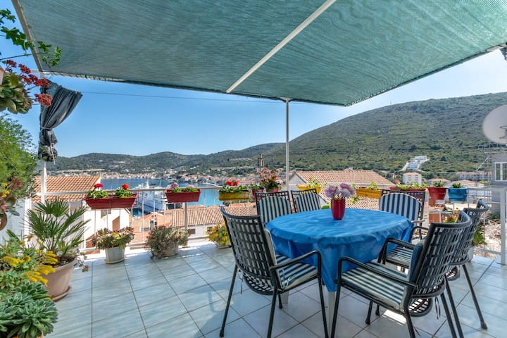 Spacious 4* Apartment in the Heart of Vis
