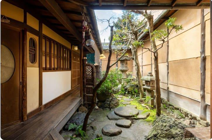 [Breakfast incl.] KINGYOYA renovated traditional house <Twin Room>