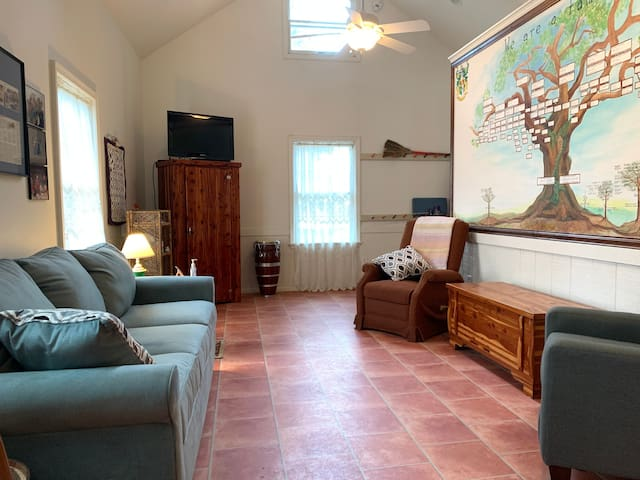 Living room, ample space