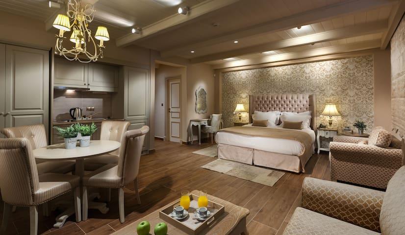 Junior Suite with Garden View -Kyniska Palace