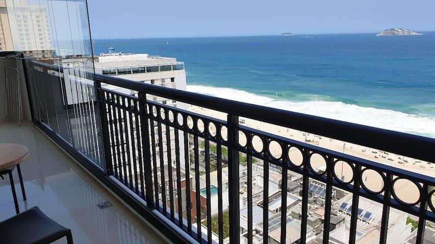 Linda cobertura com vista para a praia de Ipanema